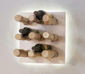Weinregal »BirkenHain«    Verleiht deinen Lieblingsweinen den richtigen Rahmen und rückt sie ins Rampenlicht.     Handgefertigtes Weinregal aus natur-belassenen Birkenästen und effektvoller indirekter Beleuchtung.  Zu Kaufen unter: www.astwerk-shop.com
