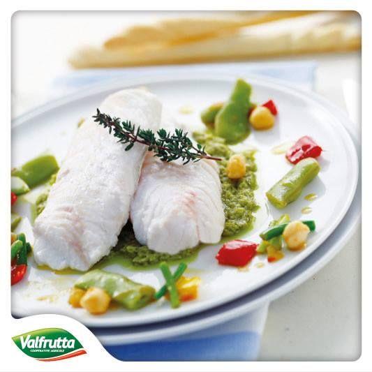 #Sano e ancora più #appetitoso: #merluzzo al #vapore con salsa di #ceci e #fagiolini.  Una ricetta pensata apposta per voi dal nostro #Chef! http://www.valfrutta.it/ricette/merluzzo-a-vapore-su-salsa-ai-fagiolini Buon appetito amici!