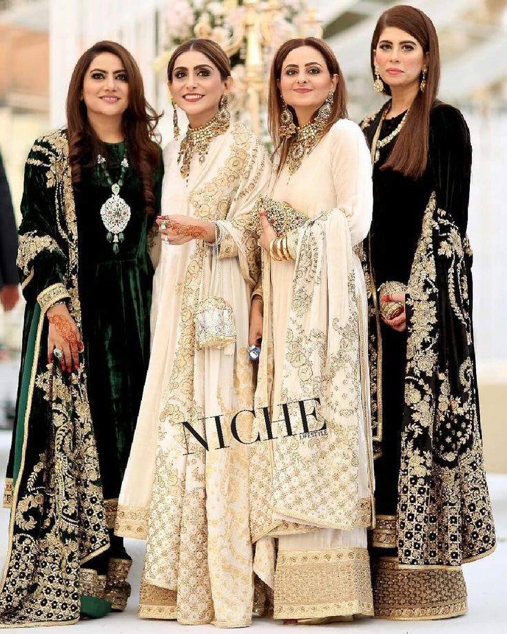 The #Gulzar ladies looking stunning as always in lovely @sabyasachiofficial Outfits at #MohammadSheikh and #AizaAlvi #Walima in #Lahore #Sabyasachi #AizMoh @imransheikh2