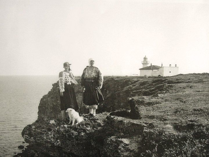 Queen Marie of Romania together with her daughter Ileana in Balchik