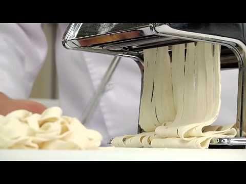 Základní těsto pro domácí těstoviny - YouTube                     https://www.youtube.com/watch?v=qZ1gENXgZmk