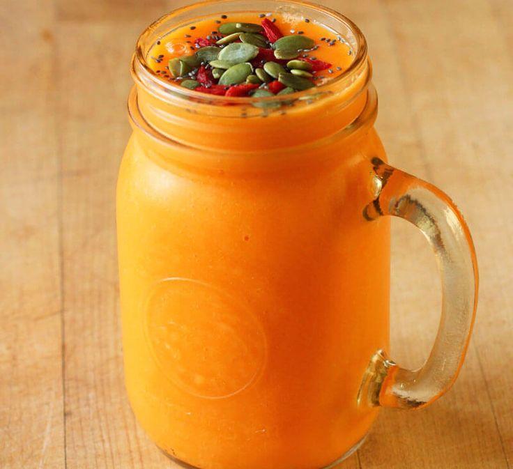 Экология потребления. Еда и рецепты: Фаворит  осеннего сезона  смузи из тыквы. Тыква очень хорошая основа для здоровых коктейлей. Она отлично сочетается с грушей, яблоком, бананом и морковью. Вы можете фантазировать бесконечно!