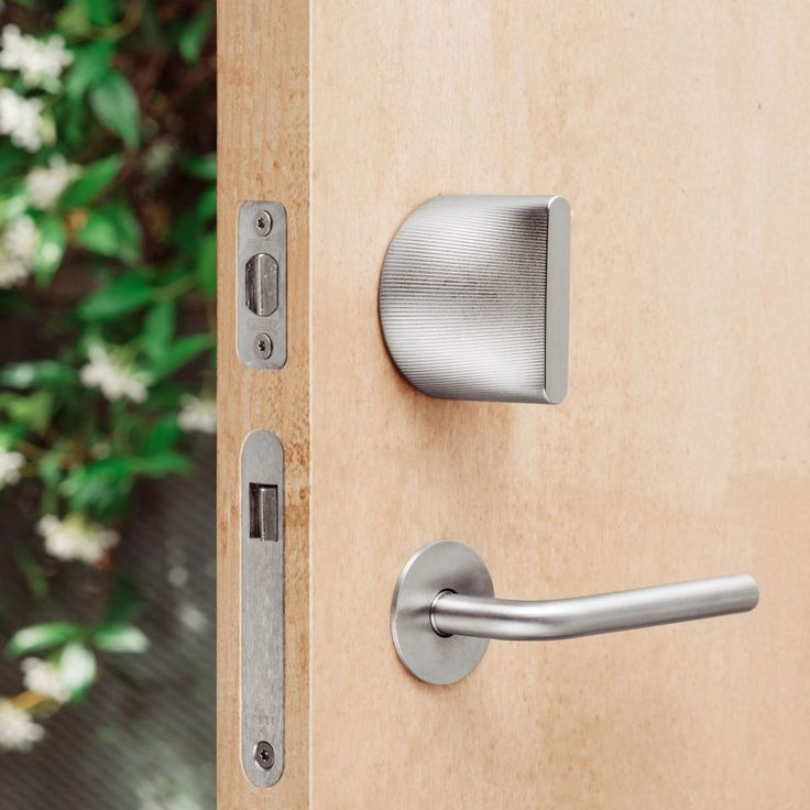 Unlock and lock doors around your home securely and wirelessly from your iPhone, Apple Watch, and another iOS devices. Friday Lock is the world's smallest smart lock and is available in several finishes and materials.
