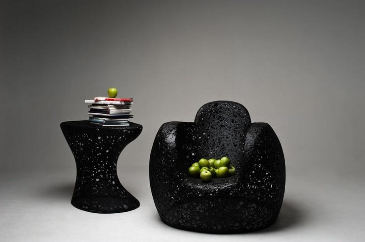 Fotel ma służyć jako doskonałe i stabilne miejsce wypoczynku, a jego duże wymiary, zagłówek i podłokietniki zapewniają maksymalny komfort. Owalne kształty uspokajają i relaksują.