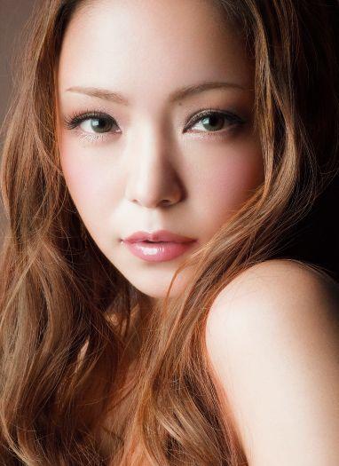 お人形さんのような安室奈美恵。