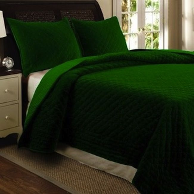 Best 20 emerald green bedrooms ideas on pinterest for Emerald green bedroom ideas