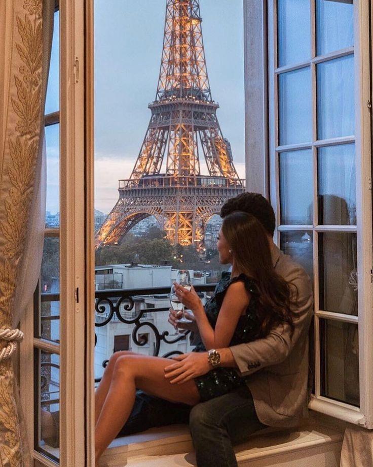 парочка на балконе согласился