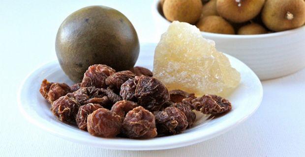 Экстракт архата - его получают из плодов травянистой лианы - он слаще сахара в 200 раз, обладает характерным приятным ароматом и несмотря на свою сладость имеет очень низкую калорийность - всего 2,3 Ккал/г.