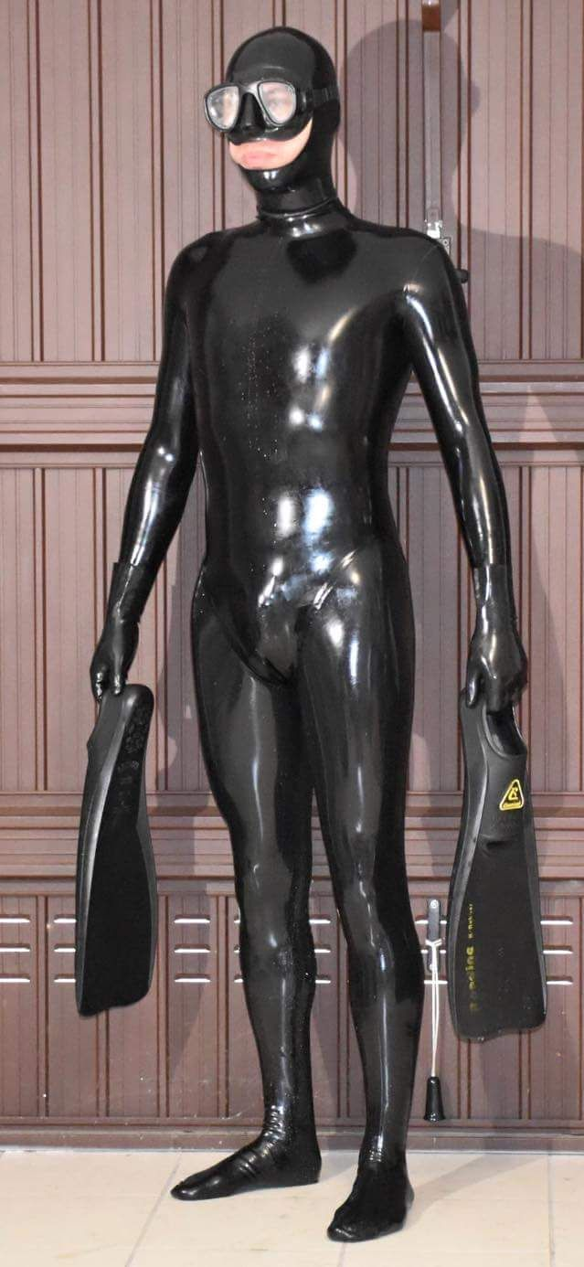 sex in mayen heavy rubber anzug