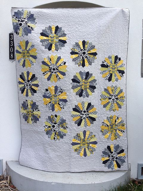 Dresden plate quilt by Kathleen Buchli  - a gift for a friend