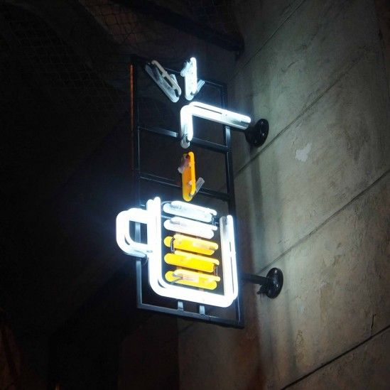 Kufle i Kapsle multitap in Warsaw neon