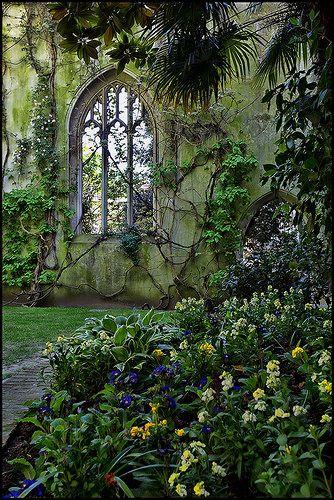 St Dunstan, East London, England