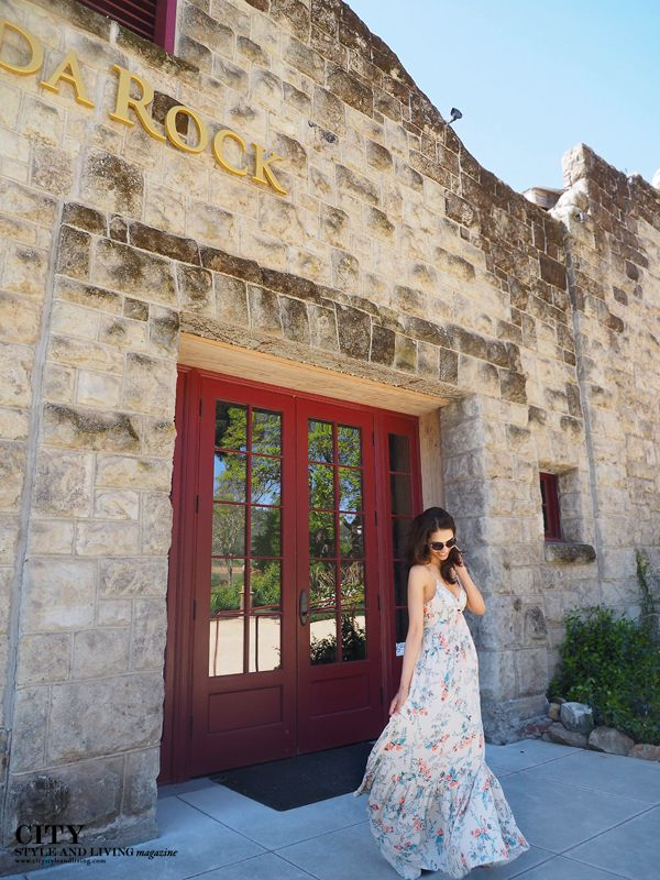 #fashion #vineyard #sodarockwinery #californiastyle #streetstyle Floral Maxi dress in Healdsburg, Sonoma County, California  http://www.citystyleandliving.com/open-back-maxi-at-soda-rock-winery/