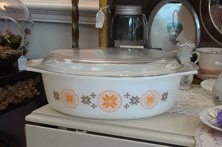 """Vintage """"Town and Country"""" Pyrex Casserole Dish With Lid 045! by ToastyBarkerBoutique on Etsy"""
