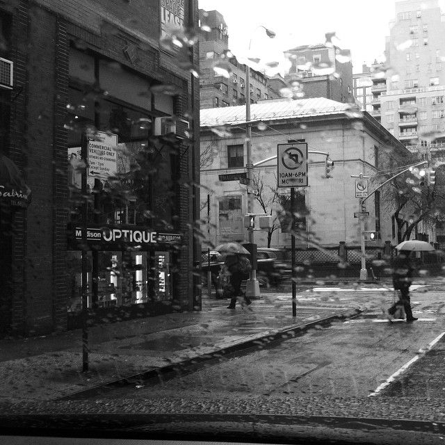 Street photography rain black and white photography lenny lluberes