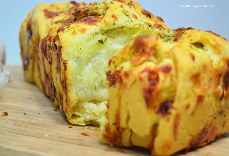 Blog-Event: Eine kulinarische Entdeckungsreise und unser Proviant: Zwiebel - und Knoblauch-Kräuter-Brot