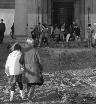 FIRENZE DEVASTATA 1966 - C O N O S C E R E, alluvione 4 novembre 1966