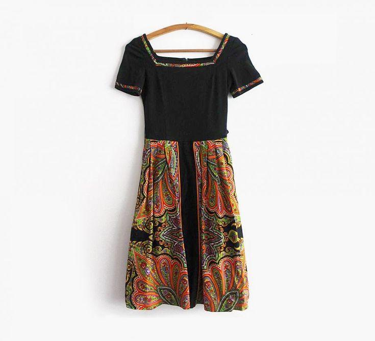 Eskitbutik'ten kare yaka elbise
