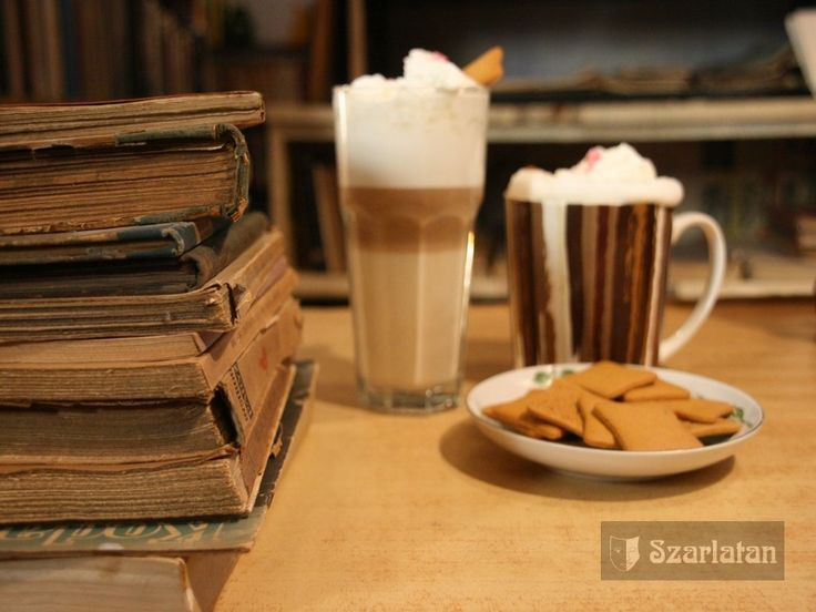 książki i kawa w Antykwariat Szarlatan