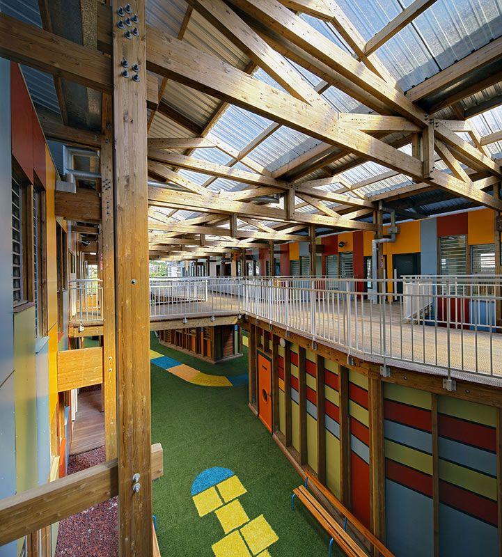 Cores vibrantes marcam fachada de escola infantil francesa - Arcoweb                                                                                                                                                     Mais