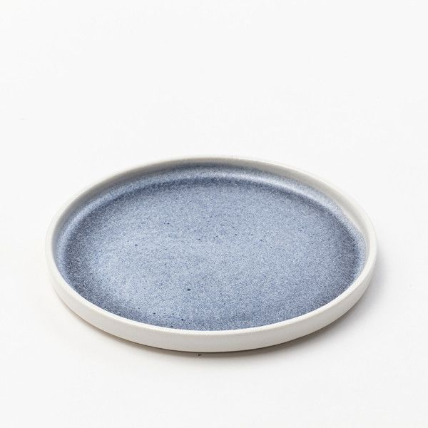 Side plate The plate has a diameter of 15 cm. It is suitable as a breakfast or cake plate.
