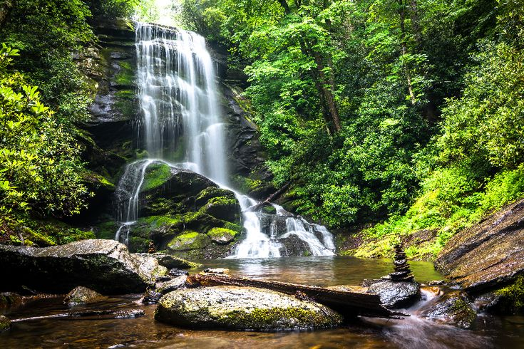 Discover these scenic, easy-to-get-to and kid-friendly waterfalls in North Carolina!