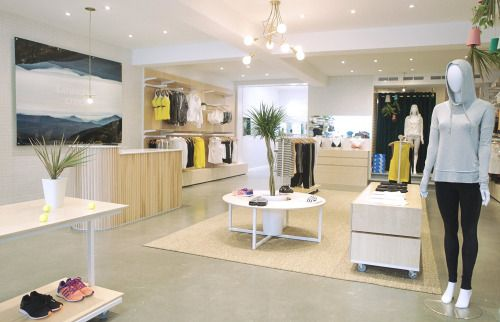 Louwana Creek - 2015  Boutique concept qui vend des vêtements athlétiques pour femmes.