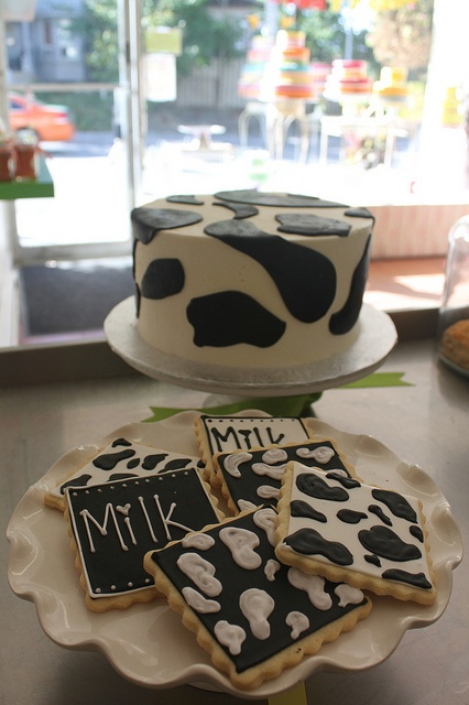 Dairy cow cookies and cake by Yummy Stuff, via Flickr