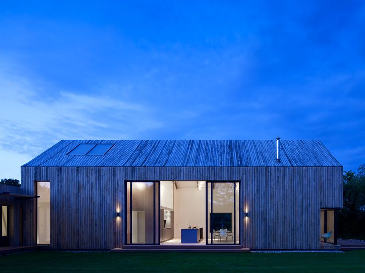 The remodelling and addition to a derelict former packing shed creating a low energy open plan 4 bedroom family home. The initial south facing courtyard concept left the existing volume in place, with one simple elements defining the use of the space.