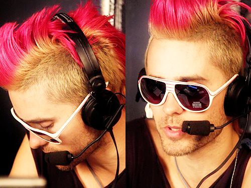 you know how i love the pink hair :)