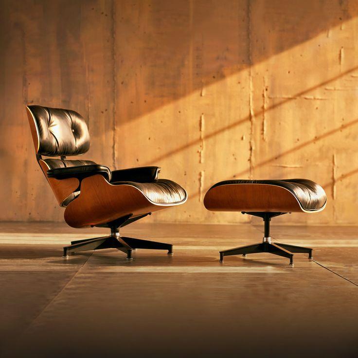 5 + 1 Tijdloze top #designstoelen - Eames Lounge Chair (670) – Charles en Ray #Eames (1956): De Eames #Lounge #670 oftewel de Eames Lounge #Chair is misschien wel de bekendste #fauteuil die bestaat. De #stoel heeft een bijpassende #voetenbank, de #Ottoman 671, om nog meer #comfort te bieden.