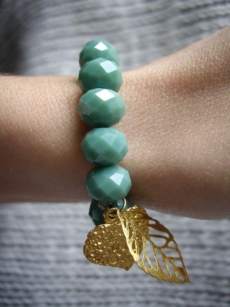 Βραχιόλι με κρυστάλλινες χάντρες και διακοσμητικά στοιχεία Bracelet with crystal beads and charms Κωδικός: 23104/2
