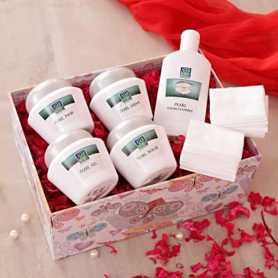 Asta Berry Pearl Facial Kit And Dry Cotton Wipes Hamper With a Gift Box