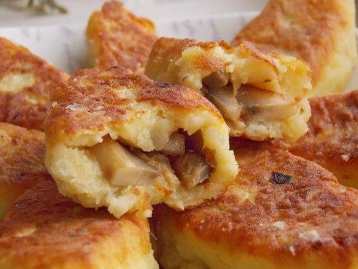 Картофельные зразы с грибами – рецепт простой, но замечательный тем, что помогает превратить остатки вчерашней трапезы в новое блюдо! Свежее картофельное пюре – пышное, вкусное – на утро становится совсем не таким аппетитным. Зато вчерашняя картошка – отличная основа, чтобы приготовить свеженькие, горячие, вкусные картофельные зразы! Если вчерашнего пюре нет, а зразы приготовить хочется – можно специально отварить несколько картофелин. Зразы можно делать с самыми разнообразными начинками: с…