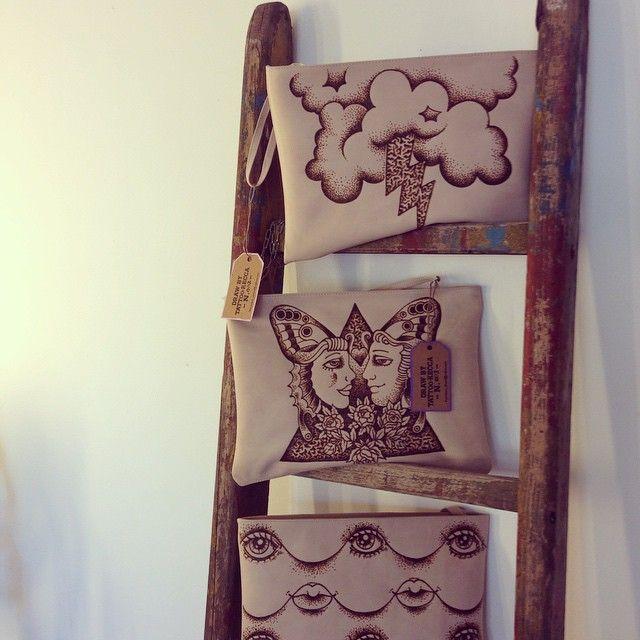 #handmadebags #pirograph #tattoos #joybarbershop la mia seconda serie di pochette pieografate a mano su pelle toscana concia vegetale, da Joy Barber e Resi a Vicenza sono li solo in cerca di commenti!