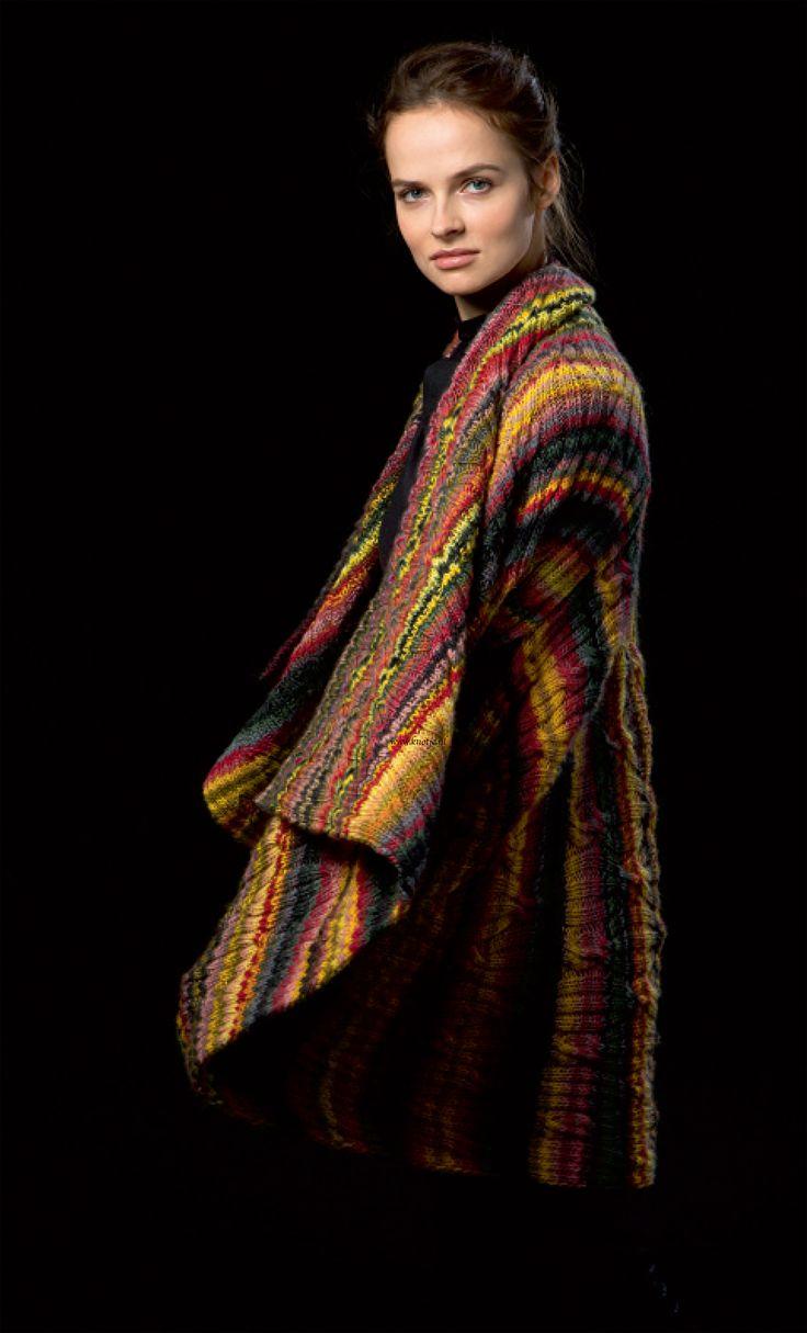 Breien. Deze prachtige en zeer kleurrijke mantel maak u met LANG Yarns Viva. Deze mantel kan in een korte of lange versie gedragen worden. Zie de foto's. Viva is een puur merinogaren, zoals de Merino 120, maar dan meerkleurig in strepen. 100% Merino wol garen dat heerlijk zacht aanvoelt. De draad is elastisch en geeft een vormvast breisel.  Model en patroon staan beschreven in het patronenboek FaM 237 Viva (Model 9). FAM_237_Viva-11.jpg