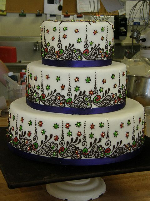 Mehndi Patterns For Cakes : Indian wedding cake with henna detail bling