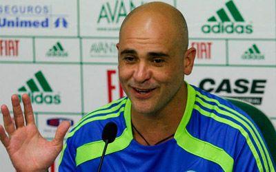 Após saída de Barcos, ex-goleiro Marcos retorna