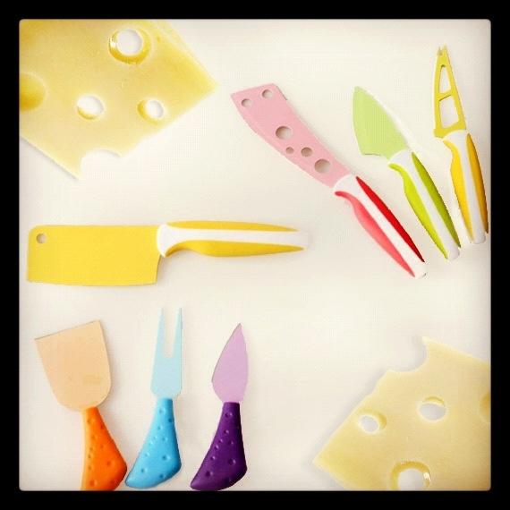 Cuchillos cortaquesos para disfrutar de tus noches de cheese & wine en Navidad o cuando sea. #regalosoriginales #navidad http://www.neodalia.com/es/ventas/cuchillos-para-quesos