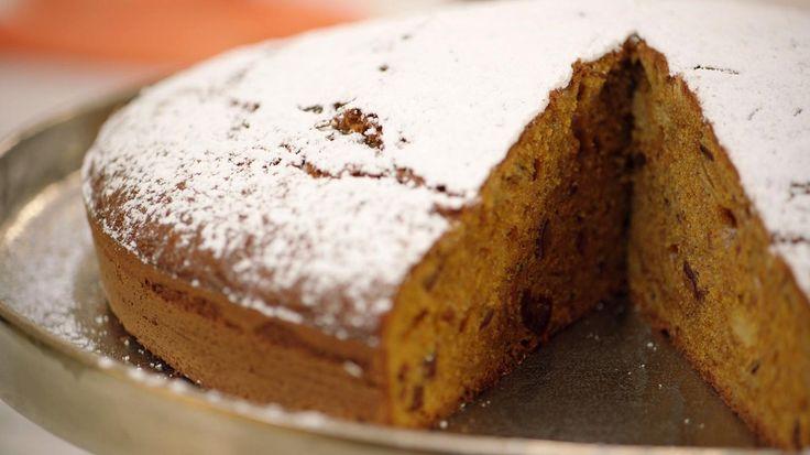 Wortelen zijn van nature zoet en lenen zich daarom uitstekend voor gebak. Probeer een keer deze worteltaart, een stevige cake gezoet met geraspte wortelen, bruine suiker en dadels. Heerlijk met een kopje thee.