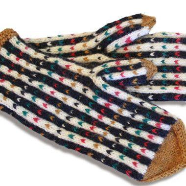 Nämä Uudenmaan perinnelapaset ovat vaatetuksen ilopilkku, joka lämmittää myös mieltä.