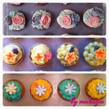 flowers cupcakes, green tea and sugar flowers cupcakes, petals cupcakes