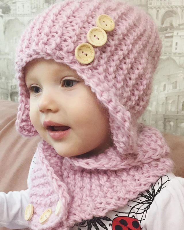 Вязаные спицами шапка и снуд для девочки