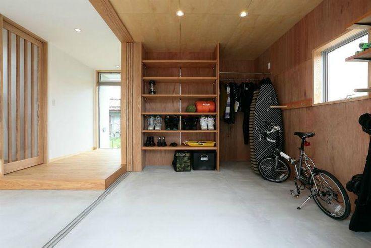 玄関・趣味室(趣味を楽しむ土間の家) - 玄関事例|SUVACO(スバコ)