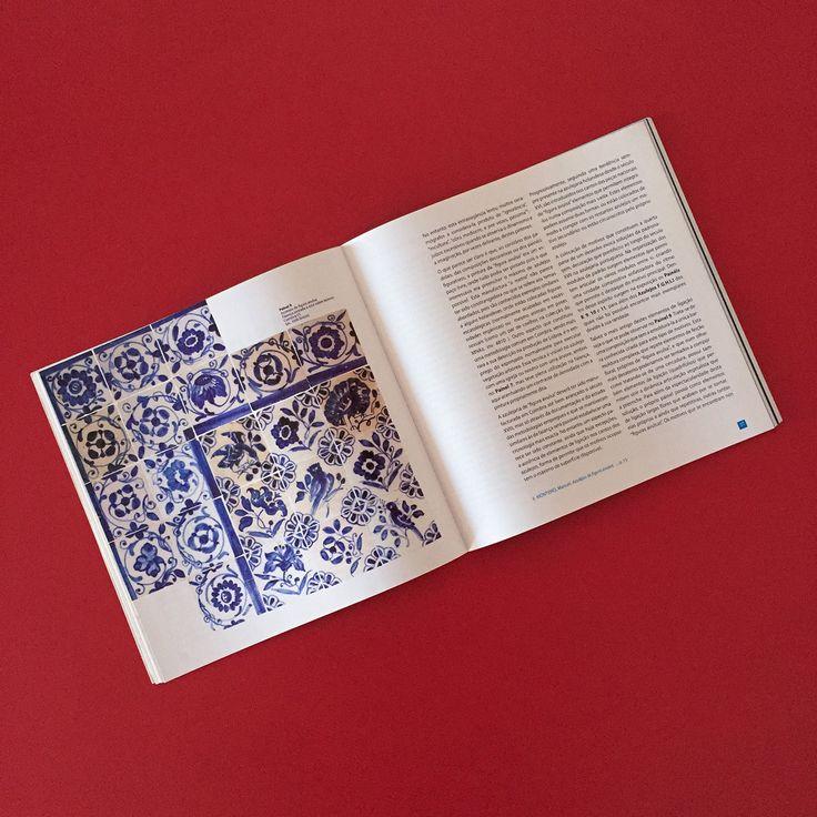 """Catálogo da exposição / Exhibition catalogue """"O Azulejo Português de Figura Avulsa"""" #Azulejo #AzulejoDoMês #AzulejoOfTheMonth"""
