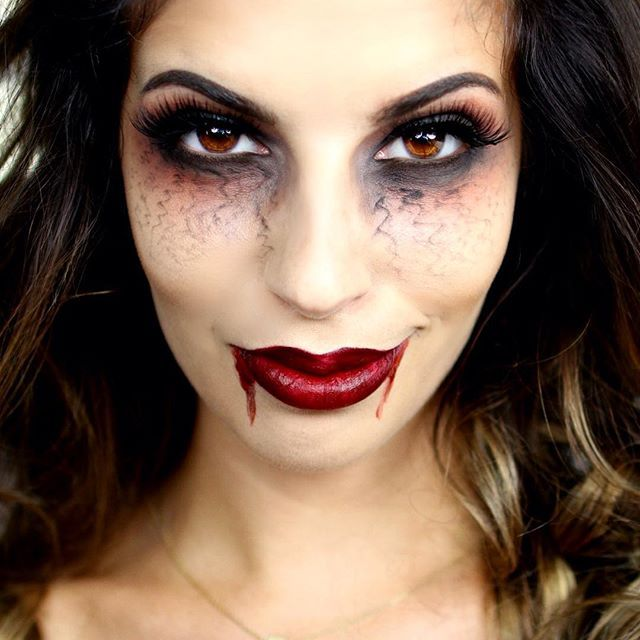 What's up my Larlees I know lots and lots of Vampire looks go up every year, but…