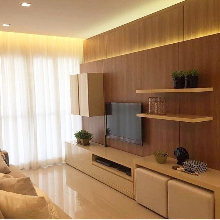 Linhas retas mix do bege e madeira e a iluminação dando aquele toque especial no painel de tv. @pontodecor Projeto Priscilla Bailoni Via @maisdecor_ www.homeidea.com.br Face: /homeidea Pinterest: Home Idea #pontodecor #maisdecor #decor #igers #arquitetura #ambiente #decoracao #homeidea #archdesign #projetos #tbt #home #homedecor #photooftheday #love #interiordesign #interiores #arquitetura #construcao #decoration #world #revestimento #architecture #archlovers #inspiration #project…