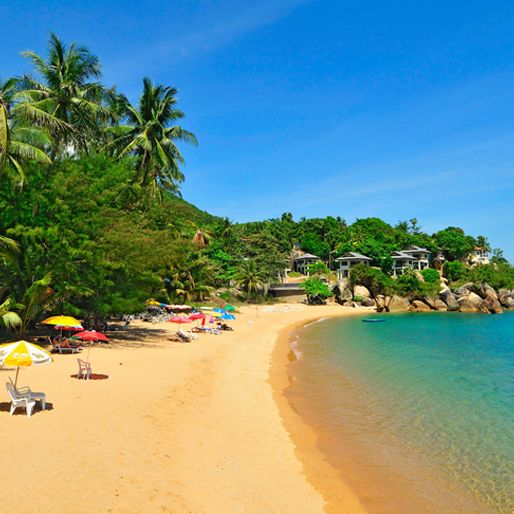 I Thailand er der mange smukke strande med skønt turkisgrønt vand. Du kan læse mere her: http://www.apollorejser.dk/rejser/asien/thailand