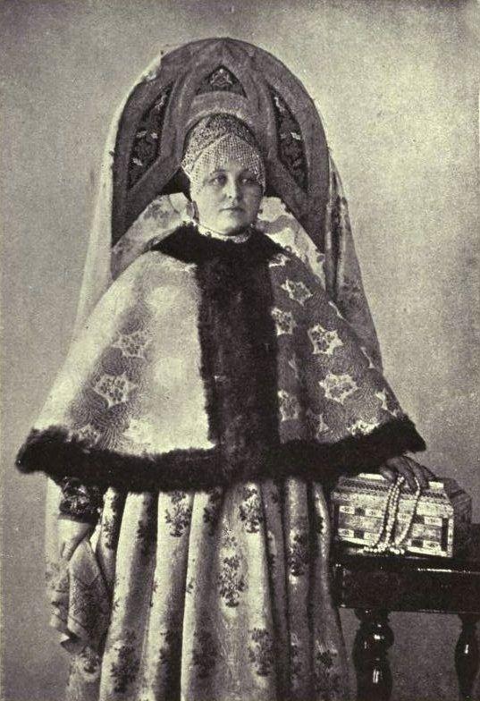 Наталья Шабельская в народном костюме из собственной коллекции