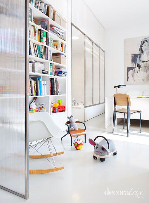 bedroom and bathroom, polycarbonate, tiles, resin floor. dormitorio y baño, policarbonato, azulejos, suelo de resina
